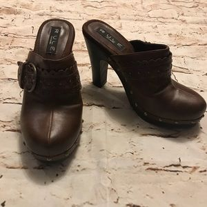 RULE by Steve Madden Brown Clog - Women's 8